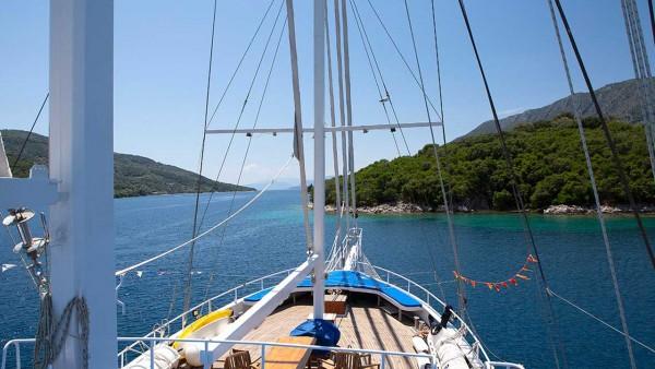 Goleta Artemis (Greece)