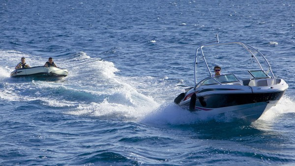 Yate a motor Oceanos