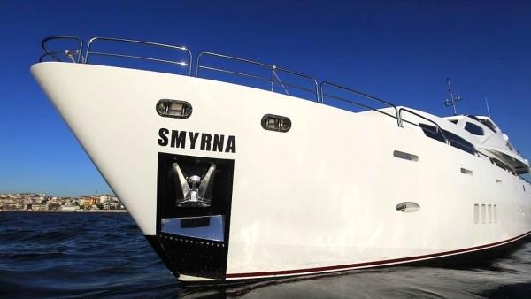Yate a motor Smyrna
