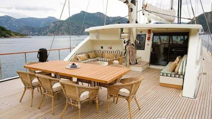 Goleta Sailing Nour